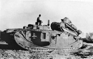 танк Мк-8 с загруженным на него танком Рено F-17