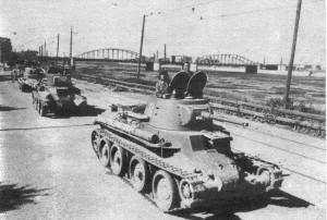 танки БТ 7 идут на фонт
