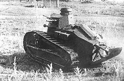 танк Рено-русский на маневрах