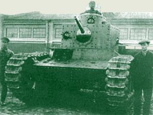 средний танк Т-24 во дворе ХТЗ