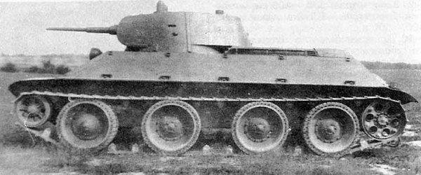 танк А-20 на полигонных испытаниях