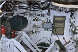 Вид на боковую часть капсулы экипажа с места наводчика.